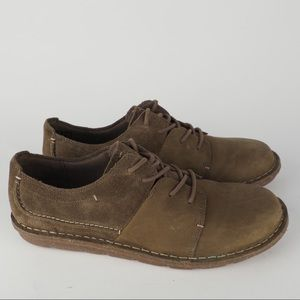 Clarks 9 olive suede chukka lace up walking shoes